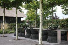 Crinoline armchair te bezichtigen bij Van Haneghem. Informeer via www.vanhaneghem.nl naar uitvoeringen, prijzen en leveringsvoorwaarden.