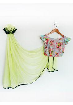 Lemon yellow/green chiffon sari with a teal and floral sari blouse Simple Sarees, Trendy Sarees, Fancy Sarees, Saree Blouse Designs, Blouse Patterns, Choli Designs, Beautiful Blouses, Beautiful Saree, Indian Dresses