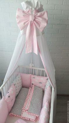 Купить или заказать Комплект в кроватку 'Розовые облака' в интернет-магазине на Ярмарке Мастеров. Красивый, нежный, девчячий комплект в кроватку! Хороший подарок для новорожденных! Бортики подходят на кроватку 120х60; 125х65 или на круглую кроватку. В данный комплект входят: Бортки-подушки; Простынка на резинке; Плед-одеяло с помпонами; Кармашек на кроватку; Балдахин. Все изделия можно заказать по отдельности. Обратите внимание, что реальный цвет изделия может слегка отличаться, из-за...