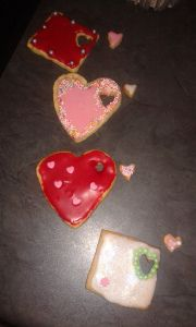 Spesiale versierde suiker of botter koekies:   Vintage Kardoes @ rusticvintagetown.wordpress.com