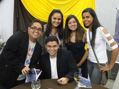 #MatheusLCarvalho e seus amigos no lançamento de seu #livro #OValeDosLobos.