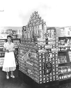 Sunshine cracker display, 1949. #grocery_store #vintage #1940s