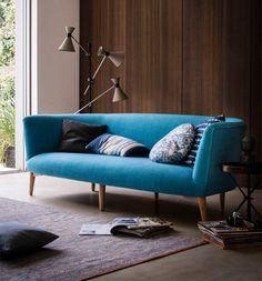 3-sofá-azul-painel-madeira
