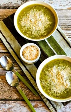 Recipe For Yellow Squash And Zucchini, Yellow Squash Soup, Yellow Zucchini, Zucchini Squash, Zuchinni Soup, Easy Soups To Make, Cooking Onions, Lemon Soup, Soup Recipes