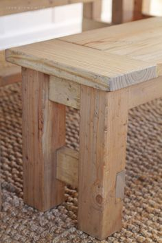 Farmhouse Bench Learn how to build an easy DIY Farmhouse Bench - perfect for saving space in a small dining room! Details at Learn how to build an easy DIY Farmhouse Bench - perfect for saving space in a small dining room! Small Bench Seat, Diy Bench Seat, Bench Swing, Table Bench, Wood Tables, Dining Bench, Pallet Furniture, Rustic Furniture, Western Furniture