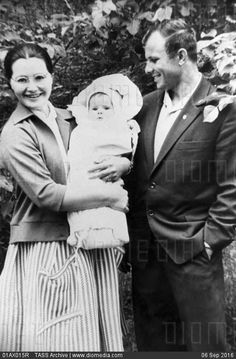 STOCK IMAGE - Yuri Gagarin with his wife and daughter, 1959 by www.DIOMEDIA.com