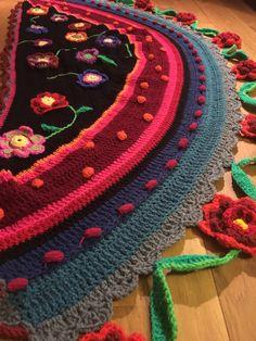 Een persoonlijke favoriet uit mijn Etsy shop https://www.etsy.com/nl/listing/510362213/gehaakte-omslagdoek-crochet-shawl