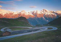 Die Großglockner-Hochalpenstraße verbindet Salzburg mit Kärnten und belohnt Reisende mit unvergesslichen Einblicken in die Welt des Nationalparks Hohe Tauern.