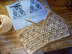 Free crochet patterns, design and creation of embellishments and decoration for the body. Crochet Bra, Crochet Bikini Top, Crochet Blouse, Cute Crochet, Crochet Crafts, Crochet Clothes, Crochet Projects, Crochet Lace Tops, Crochet Symbols
