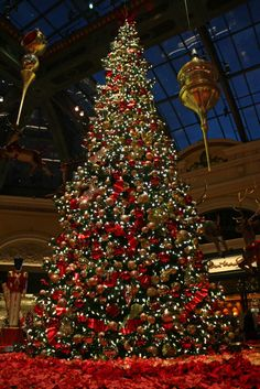 1000 images about traditional christmas decorations on for When does las vegas decorate for christmas