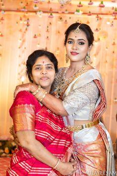 Sohini X Nikhil Shot by Vijay Eesam Indian Jewellery Design, Bridal Jewellery, Indian Jewelry, A Royal Affair, Indian Silk Sarees, Saree Models, Indian Bridal Makeup, Saree Wedding, Wedding Wear