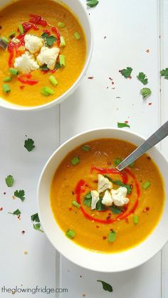 Curried Cauliflower Soup (vegan) - savory and smooth + warming and comforting make for the perfect soup. The smell is tantalizing and a little spicy kick adds to the whole flavor. A must-try recipe.