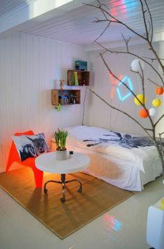 Jugendzimmer gestalten – 100 faszinierende Ideen - jugendzimmer gestaltungsideen rundtisch teppich orange stuhl bett