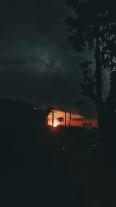 Night Aesthetic, Aesthetic Movies, Aesthetic Pictures, Relaxing Rain Sounds, Night Scenery, Aesthetic Photography Grunge, Shotting Photo, Animated Love Images, Beautiful Photos Of Nature