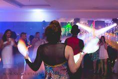Malabarista led, interação em evento festa de confraternização da empresa Plural Saude, Iate Clube Icarai, Niteroi, Rio de Janeiro. Contate-nos humorecirco@gmail.com (11) 97319 0871 (21) 99709 6864 (73) 99161 9861 whatsapp. Shows, Led, Humor, Concert, Giant Bubbles, Yacht Club, Rio De Janeiro, Party, Corporate Events