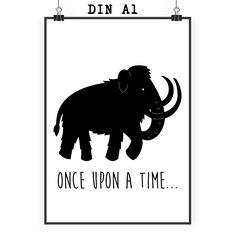 Poster DIN A1 Mammut aus Papier 160 Gramm  weiß - Das Original von Mr. & Mrs. Panda.  Jedes wunderschöne Poster aus dem Hause Mr. & Mrs. Panda ist mit Liebe handgezeichnet und entworfen. Wir liefern es sicher und schnell im Format DIN A2 zu dir nach Hause. Das Format ist 549 x 841 mm    Über unser Motiv Mammut  Die ältesten Mammutfunde sind 4,5 Millionen Jahre alt. In der Steinzeit lebten die Mammuts in Herden. Sie waren viel größer als unsere heutigen Elefanten.    Verwendete Materialien…