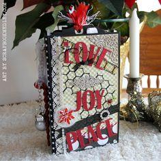Christmas-Mini-Album-#1; Vertical Paper Bag Mini, pattern by My Sister's Scraper (link to her tutorial)