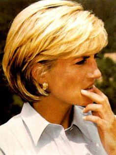 Diana in love her hair. This has always been my favorite haircut! Diana Haircut, Short Hair Cuts, Short Hair Styles, Diana Fashion, Princes Diana, Lady Diana Spencer, Bob Hairstyles, Haircuts, Great Hair