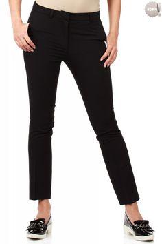 Eleganckie, czarne, klasyczne spodnie na kant, z prostymi nogawkami, z zapięciem na przodzie na zamek błyskawiczny i haftkę. z kieszeniami po bokach i ozdobnymi złotymi zamkami z tyłu. #spodnie #długie #eleganckie #czarne #kobieta #moda #trendy