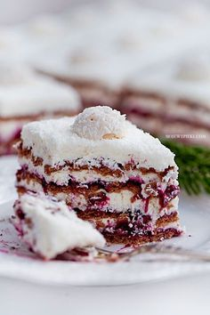 Coconut Cream & Blackcurrant Zebra No-Bake Cake No Bake Desserts, Just Desserts, Delicious Desserts, Dessert Recipes, Food Cakes, Cupcake Cakes, Cupcakes, Icebox Cake, Dessert Bread