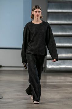 Look 11 | The Row Fall 2019 - Women's Collection | TheRow.com Vogue Paris, Casual Fashion Trends, Vogue Russia, Fashion Show Collection, Mannequins, Capsule Wardrobe, The Row, Casual Chic, Ready To Wear