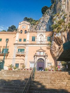 From the food to the weather, the people, the beaches, the architecture, the cost of living and safety - find out what living in Palermo is really like! Palermo Italy, Places In Italy, Sicilian Food, World Heritage Sites, Sicily, Beautiful Beaches, Day Trips, The Good Place, Italian Sayings
