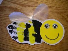 Süße Honigbiene aus Handabdruck gestaltet