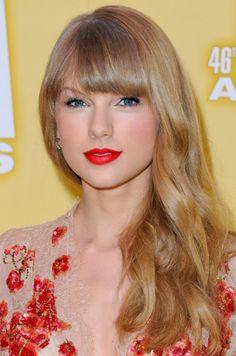 ¿Tú también eres adicta al rojo de labios? #beauty #beautifulbox #beautiful #makeup #lips #pintalabios