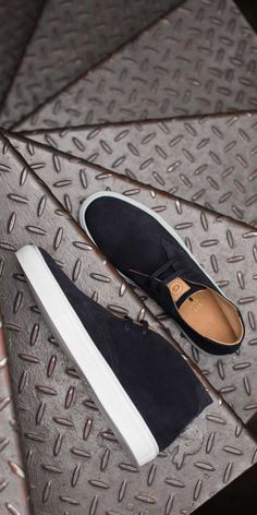 High quality sneakers at a fraction of the prices you'd normally find at retailers. This is the Royale Chukka in Cadet colorway.