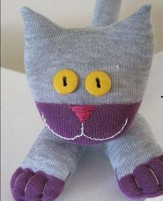 Did you know you can make a cat from a pair of socks? Socks aren't just for sock monkeys. You don't even need to be a sewing god. Sock Crafts, Cat Crafts, Crafts To Do, Sewing Crafts, Sewing Projects, How To Make Socks, Sock Puppets, Sock Dolls, Operation Christmas Child