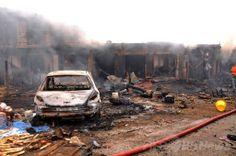 ナイジェリア中部プラトー(Plateau)州ジョス(Jos)で起きた爆発の現場(2014年5月20日撮影)。(c)AFP ▼21May2014AFP|ナイジェリア中部で車爆弾攻撃、118人死亡 56人負傷 http://www.afpbb.com/articles/-/3015440 #Jos #Nigeria