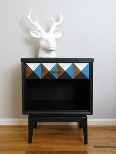 geometric nightstand, painted furniture, Finished nightstand with the geometric drawer Simple Furniture, Repurposed Furniture, Painted Furniture, Furniture Projects, Furniture Makeover, Diy Furniture, Timber Furniture, Diy Projects, Furniture Showroom