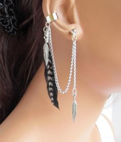 Ear cuff have pierced to be able to show off. Easily found in jewelry a row of small earrings to the earlobe. Ear cuffs idea by top fashion-able celebrity Ear Jewelry, Cute Jewelry, Body Jewelry, Jewelry Accessories, Skull Jewelry, Hippie Jewelry, Jewlery, Ear Earrings, Feather Earrings