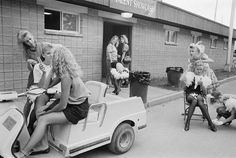 Sweltering sidewalks: catching the heat in 1970s America – in pictures | Art and design | The Guardian New York Street, New York City, Cannon Beach, Caravaggio, Street Photographers, Venice Beach, California Travel, Father And Son, The Guardian
