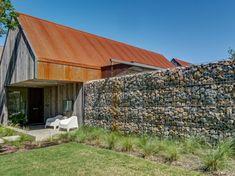 Bardage acier Corten et parement bois pour rajeunir la façade !