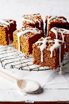 This yummy pumpkin recipe has fall written all over it. Snag a slice of this pumpkin cake for a sweet snack, or serve it as a pretty fall dessert. Pumpkin Cookies, Pumpkin Dessert, Pumpkin Cheesecake, Fall Desserts, Dessert Recipes, Dessert Healthy, Pumpkin Curry, Pumpkin Recipes, Pumpkin Foods