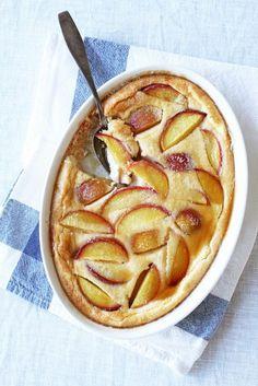 Persikka-clafoutis // Peach Clafoutis Food & Style Tiina Garvey, Fanni & Kaneli Photo Tiina Garvey www.maku.fi