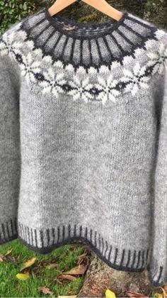 Bilderesultater for lett lopi opskrift gratis Fair Isle Knitting Patterns, Knitting Designs, Knit Patterns, Free Knitting, Baby Knitting, Punto Fair Isle, Pull Jacquard, Icelandic Sweaters, Pulls