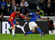 Eder of Italy tries to escape from Gerard Pique of Spain during the FIFA 2018 World Cup Qualifier between Italy and Spain at Juventus Stadium on October 6, 2016 in Turin, Italy.