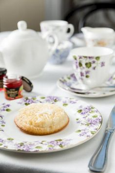 Get ready to master tea time: tea sommelier Jackie James tells all about crumpets and the best teas to serve with them. Homemade Crumpets, Crumpet Recipe, Irish Breakfast, Tea And Crumpets, Types Of Bread, Best Tea, Melted Cheese, Bread Rolls, Recipe Today