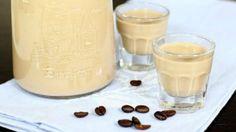 Lichiorul de cafea — băutura dulce și aromată, care poate fi servită cu orice desert. Preparați-l acasă! Homemade Baileys, Most Pinned Recipes, Cocktails, Tasty, Yummy Food, Fun Easy Recipes, Alcohol Recipes, Russian Recipes, Marmalade