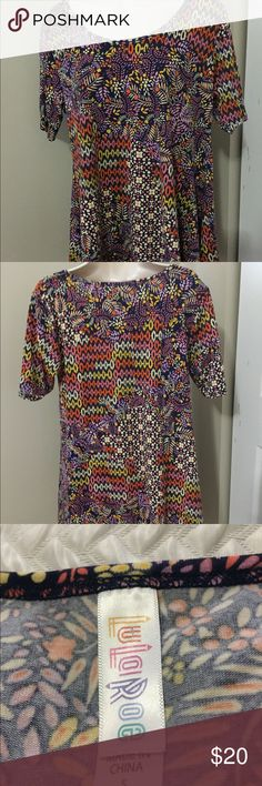 Shop Women's LuLaRoe size S Blouses at a discounted price at Poshmark. Blouses, Product Description, Womens Fashion, Things To Sell, Tops, Style, Swag, Stylus, Blouse