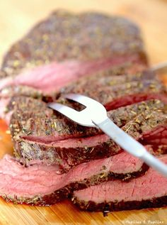 Rôti de boeuf basse température Plus Roast Beef Recipes, Grilling Recipes, Meat Recipes, Cooking Recipes, How To Cook Beef, Salty Foods, Fish And Meat, Oven Cooking, Cooking Beef