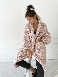 This chunky knit cardigan is oversized, very soft, super warm and not so heavy. Knitted Coat, Merino Wool Sweater, Sweater Coats, Wool Coat, Chunky Knitwear, Chunky Knit Cardigan, Oversized Cardigan, Chunky Blanket, Knit Fashion