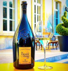 Champagne gift Christmas gift Chic Wedding accessories Veuve Clicquot cufflinks Silvery metal cufflinks Design Karim Rashid Globalight