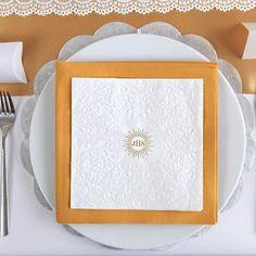 I Komunia Św. - inspiracje i przykłady dekoracji: Piękne ażurowe dekoracje na stół komunijny