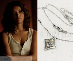 The vampire diaries: season 7 episode 1 bonnie's necklace Vampire Diaries Bijoux, Vampire Diaries Season 7, Vampire Diaries Fashion, Vampire Diaries Funny, Vampire Diaries The Originals, Cute Jewelry, Jewelry Box, Bonnie Bennett, Wire Wrapped Necklace