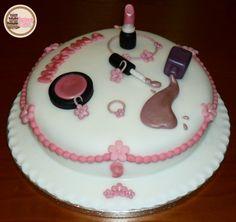 Fashion Cake! Sugarpaste Makeup and Bijoux.