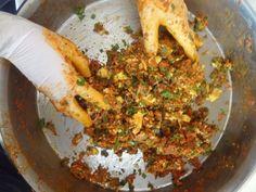 Yumurtalı Köfte tarifi Grains, Pizza, Rice, Meat, Chicken, Food, Essen, Meals, Seeds