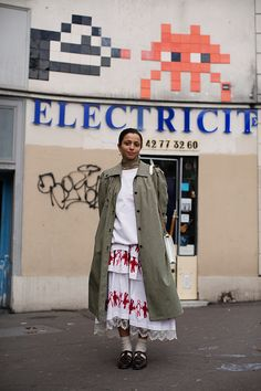 On the Street…Boulevard Beaumarchais, Paris (The Sartorialist) Scott Schuman, Dover Street Market, Margaret Howell, Sartorialist, Color Stories, Street Photo, Fashion Show, Fashion Trends, Industrial Style